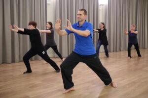 Tai Chi kursus tutvustab harjutuste ja liikumiste süsteemi, mille eesmärgiks on tervis ja tervendamine ning pikaealisuse saavutamine.