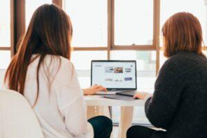 Digioskuste koolitus võimaldab tundma õppida arvuti põhifunktsioone ja lihtsamaid interneti võimalusi, mida meil kõigil järjest rohkem igapäevaselt vaja läheb.