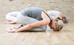 Eneseareng läbi jooga kursuse joogatunnid annavad ülevaate erinevate asanapraktika võimalustest, et süvendada enesetunnetust läbi erinevate joogavahendite ja toetada füüsilist toonust.