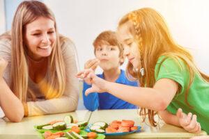 Kuidas kujunevad lapse söömisharjumused ning milline roll on seal nii lapsel kui vanemal? Laste söömisharjumuste koolitus on kõigile, kes soovivad parandada laste toiduvalikuid ja söömisharjumusi.